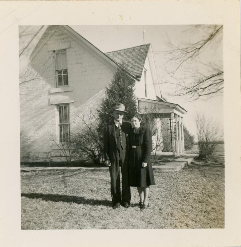 44 Harold and Lela Mohr in front of farmhouse 1938 Maurine Holt.jpg