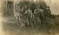 Mohr brothers<br /> circa 1913
