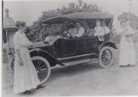 Glaser and Sargeant families <br /> circa 1915