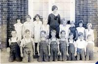 1615 Audine 4th from L top row (4th or 5th gr) 1928 or 1929 Austin family.jpg